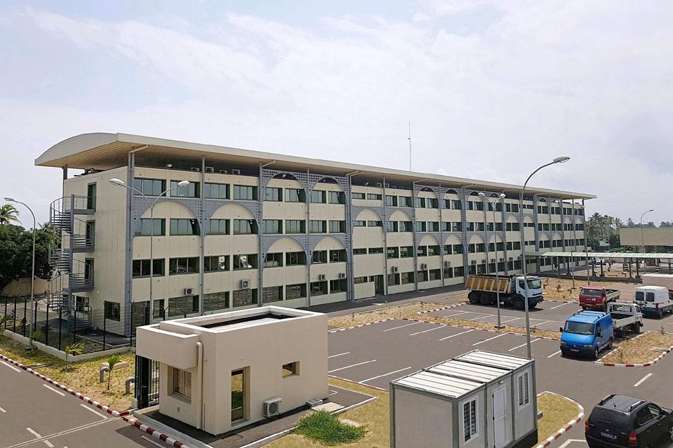 قرية البضائع - مطار أبيدجان